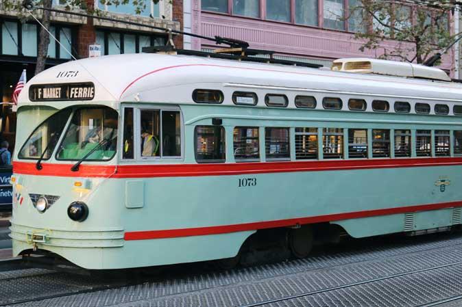 Im Retro-Stil durch San Francisco: Straßenbahnen