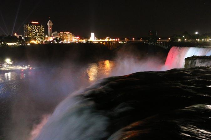 Reisetipp Amerika: Niagara-Wasserfälle bei Nacht